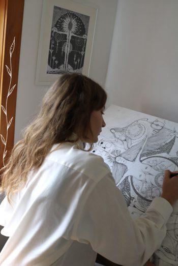 "<p class=""caption"">Eline bei der Arbeit. Foto: Bröll</p>"