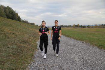 """Hard-Fußach am Rheindamm             """"Wir gehen sehr gerne am Rhein spazieren und joggen, da dort die Landschaft am schönsten ist. Und nach getaner Arbeit kann man noch in das Fischerstüble einkehren"""", erklären Rosa und Antonia."""