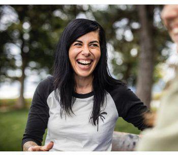 """<p class=""""caption"""">Lindas Mission ist: Den Menschen ein Lächeln ins Gesicht zu zaubern.</p>"""
