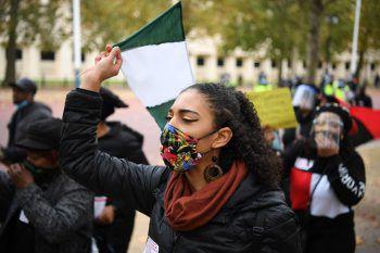 <p>London. Aufgebracht: Eine Teilnehmerin des Marsches gegen Polizeigewalt in Nigeria.</p>