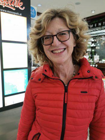 """<p>Maria, 63, Langenegg: """"Ich finde dieses frühzeitige Konsumverhalten verdirbt die Weihnachtsstimmung. So kommen nur unsere Traditionen durcheinander. Ich habe ja schon die ersten Christbäume gesehen!""""</p>"""