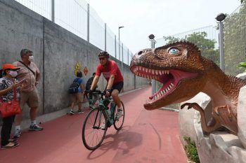 """<p>Singapur. Urzeitlich: An der """"Changi Jurassic Mile"""" beim Flughafen Changi wurden als neue Attraktion mehrere Dinsosaurier in Originalgröße platziert.</p>"""