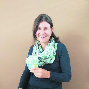 """Carmen aus Weiler: """"Wir können das WANN & WOhngeld sehr gut für eine neue Sitzgelegenheit im Wohnzimmer brauchen. Vielen Dank!"""""""