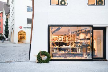 Das Weihnachtsgeschenk einfach nach Hause liefern lassen: Das geht mit dem kostenlosen Lieferservice in Bludenz! Foto: handout/Eva Sutter