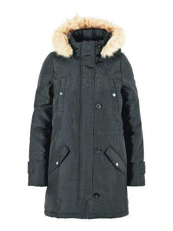 """<p class=""""caption"""">Den warmen, schwarzen Parker mit Fell an der Kapuze ist bei Vero Moda erhältlich für 49,99 Euro.</p>"""