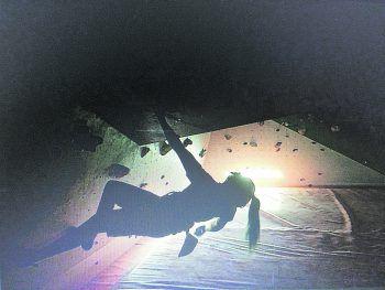 """Die junge Funktionärin trainiert am liebsten im """"Boulderraum Oberau"""" und hilft dort regelmäßig als Routenschrauberin.Foto: handout/Zimmermann"""