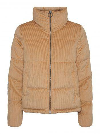 """<p class=""""caption"""">Die Pufferjacke im Cordlook hält an kalten Tagen besonders warm. Erhältlich bei Vero Moda um 49,99 Euro.</p>"""