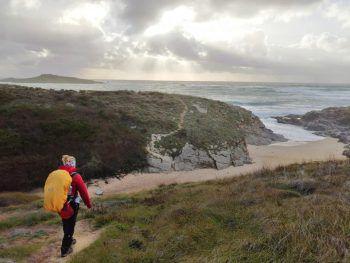 """<p class=""""caption"""">Elisabeth ging ihrer verunglückten Freundin zu Ehren 250 km zu Fuß in Portugal.</p>"""