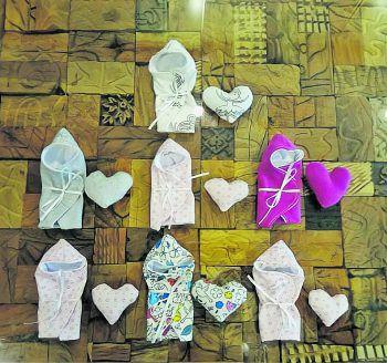 Unter anderem nähen die Mitglieder Einschlagdecken für Sternenkinder.Foto: handout/privat
