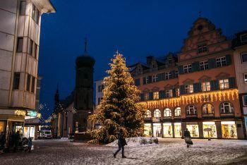 """<p class=""""caption"""">Jetzt schon an Weihnachten denken: Mit Gutscheinen oder Waren aus den Online-Shops der Bregenzer Händler macht man seinen Liebsten eine Freude. Fotos: handout/Bregenz Tourismus; Christiane Setz</p>"""