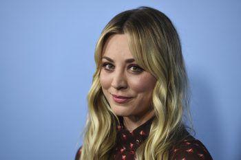 """Kaley CuocoDer """"The Big Bang Theory""""-Star ist eine große Pferdeliebhaberin. Doch reiten ist für die """"Penny""""-Darstellerin mehr als ein Hobby: Regelmäßig nimmt sie an Reitturnieren teil – und dies unter falschem Namen, um den Paparazzi zu entrinnen."""