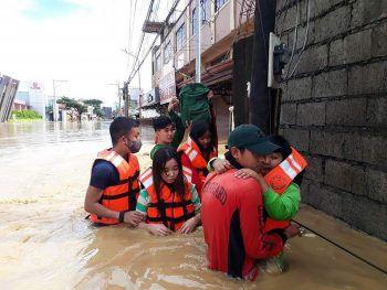 <p>Luzon. Verwüstet: Menschen im nördlichen Teil der Philippinen wurden von einem verheerenden Taifun heimgesucht.</p>