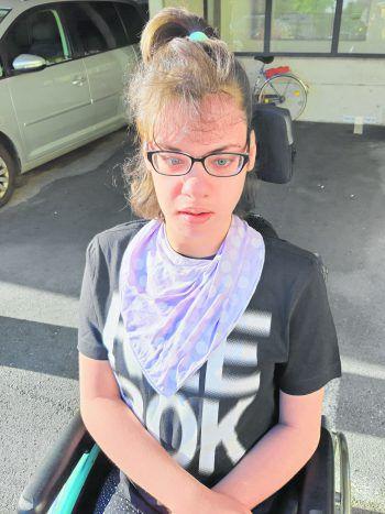 Nathalie ist auf den Rollstuhl angewiesen, mit einem Rollstuhl-Fahrrad könnte sie mit ihrer Mama Ausflüge machen.Foto: W&W; www.vanraam.com