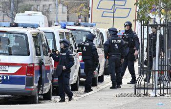Polizeibeamte am Tag nach dem Attentat in der Wiener Innenstadt. Fotos: APA, koje, okay.zusammen leben, Paulitsch
