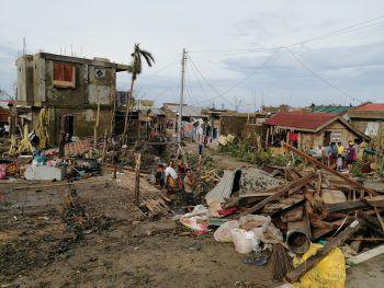 """<p>San Andres. Verwüstet: Taifun """"Goni"""" hinterließ ein Bild der Zerstörung auf den Philippinen.</p>"""