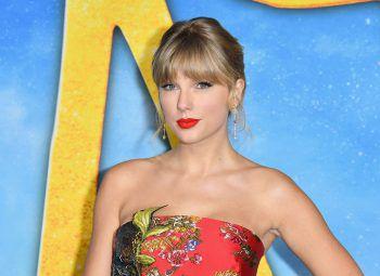 Taylor SwiftDie weltbekannte Sängerin Taylor Swift hatte es in ihrer Schulzeit nicht gerade einfach. Da sie immer schon sehr groß war und eine Zahnspange trug, wurde sie sehr stark gehänselt und verbrachte ihr letztes Schuljahr schließlich zuhause.
