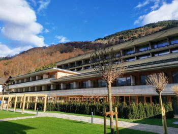 """<p class=""""caption"""">Unter allen Teilnehmern werden zwei Nächte im Alpenhotel Montafon verlost. Ab Dienstag mitmachen!</p>"""