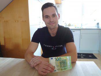 """""""Von dem Geld werde ich mir eine neue Lampe kaufen"""", freut sich Josef aus Alberschwende."""