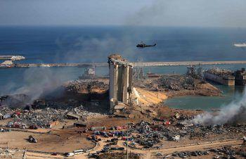 <p>August 2020. Mega-Explosion: Im Hafen der libanesischen Hauptstadt Beirut explodieren etwa 2700 Tonnen dort gelagertes Ammoniumnitrat und verwüsten weite Teile der Stadt. Die Bilanz: Etwa 200 Tote, 6500 Verletzte, 300.000 Obdachlose. Nach Protesten tritt die Regierung am 10. August zurück. Fotos: APA, AFP, AP</p>
