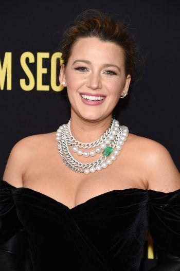 """Blake LivelyDie Schauspielerin ergatterte die Hauptrolle in der bekannten Serie """"Gossip Girl"""". Allerdings kann Blake ihrer Figur Serena nicht viel Gutes abgewinnen, denn in ihren Augen sind die Fehler des Charakters unverzeihbar und auf das Verhalten könne man nicht stolz sein."""