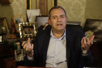 """<p>""""Diego hat unser Volk zum Träumen gebracht, er befreite Neapel mit seiner Genialität.""""</p><p /><p>Luigi de Magistris (Neapels Bürgermeister)</p>"""