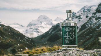 """Einzigartiger Geschmack in Ländle-Qualität: das ist der neue """"Hemp43 Premium Gin""""."""