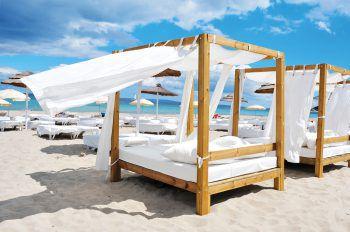 """<p class=""""title"""">               Ibiza             </p><p>Ibiza, das klingt nach Party, jungen Menschen, die ausgelassen an den Stränden und in den angesagten Clubs und Beachbars tanzen, nach Hippies und Flowerpower. Ibiza ist aber auch eine Insel mit kleinen ruhigen Buchten, schönen Stränden, Kultur, abwechslungsreicher Natur und interessanten Städtchen. Hier findet jeder, wonach er sucht! Top-Tipps: Amare Beach, Hard Rock Hotel, The Ibiza Twiins und Aluha Hawaii.</p>"""