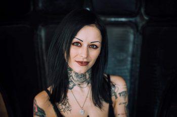 """<p>Kristina Geringer, Tattoo-Artist: """"In erster Linie wünsche ich mir für das neue Jahr, dass die Welt endlich wieder zur Ruhe kommt und auch wieder ein normales Miteinander möglich ist.Persönlich wünsche ich mir außerdem, dass Reisen wieder möglich werden und dass ich uneingeschränkt arbeiten kann.""""</p>"""