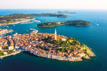 """<p class=""""title"""">               Kroatien             </p><p>Die Region Istrien ist eine der schönsten in Kroatien. Neben einer tollen Küste mit kleinen Inseln und glasklarem Wasser, bieten das kontrastreiche Hinterland mit seinen Nationalparks und die malerischen Städtchen alles, was man für einen rundum gelungenen Urlaub mit viel Abwechslung braucht. Top-Tipps: Grand Park Hotel Rovinj, Valamar Isabella Island Resort, Relais Chateaux Meneghetti, Glamping Arena One 99, Valamar Club Tamaris, Kreuzfahrt Deluxe und die Erlebnisreisen.</p>"""