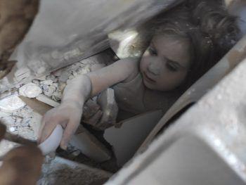 <p>November 2020. Wunder: Die 3-jährige Ayda wird 91 Stunden nach dem schweren Erdbeben im türkischen Izmir aus den Trümmern eines Wohnhauses gerettet.</p>