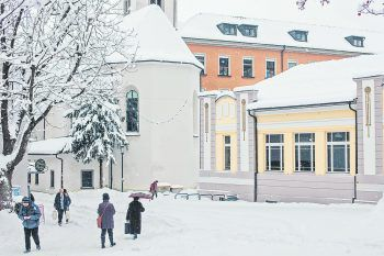 Obwohl die Adventzeit anders als sonst abläuft, unternimmt die Stadt Feldkirch alles, um vorweihnachtliche Stimmung aufkommen zu lassen. Fotos: Türtscher, Alfare