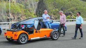 The Grand Tour – A Massive HuntSerie, Reisereportage/Comedy. Die drei britischen Chaos-Autoreporter Jeremy Clarkson, Richard Hammond und James May kämpfen sich auf einer Schatzsuch mit ihren Fahrzeugen durch die Wildnis Madagaskars.