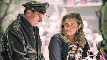"""Wilkommen in MarwenFilm, Drama. Oscar-Preisträger Robert Zemeckis (""""Forrest Gump"""") erzählt die wahre Geschichte eines Mannes, der sich mit der Kraft seiner Fantasie nach einem schweren Schicksalsschlag zurück ins Leben kämpft. Mit Steve Carell. Läuft ab sofort."""