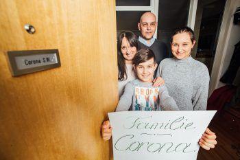 """<p class=""""title"""">               Zu Gast bei den Coronas             </p><p>WANN & WO sprach mit Familie Corona aus Bregenz über ihren Namen in dieser außergewöhnlichen Zeit, Corona-Witze und ein zunehmend mumiges Gefühl.</p>"""