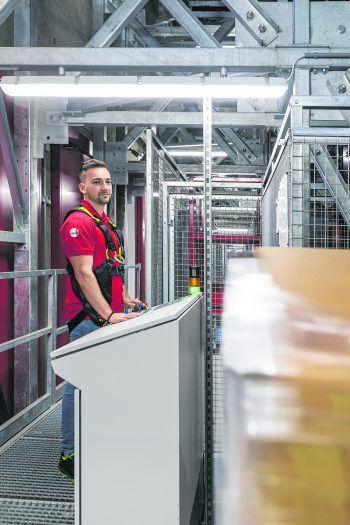 Eine Lehre beim Verpackungs- und Papierspezialisten Rondo in Frastanz bietet beste Voraussetzungen für eine erfolgreiche Zukunft. Foto: handout/Rondo, Weissengruber & Partner