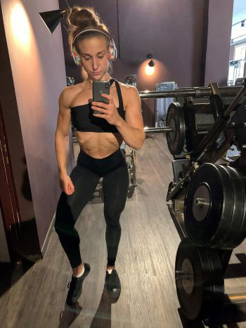 "<p class=""caption"">Kristina ist bereits Profi-Athletin in der ""IFBB Elite Pro League"".</p>"