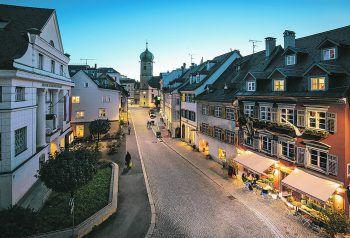 """<p class=""""caption"""">Wer Lust auf einen Einkaufsbummel hat, kann dies in Bregenz mit einem gemütlichen Cafébesuch verbinden.</p>"""