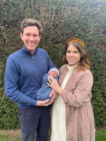 <p>London. Stolz: Prinzessin Eugenie und Jack Brooksbank freuen sich über ihren Sohnemann August Philip Hawke.</p>