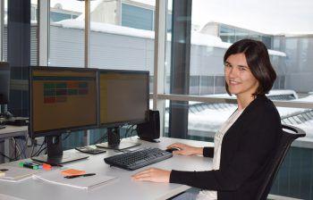 """Marion Hölzl arbeitet bei der Walter Bösch GmbH & Co. KG und studiert an der FH Vorarlberg """"Informatik – Digital Innovation"""".Fotos: handout/FH Vorarlberg"""