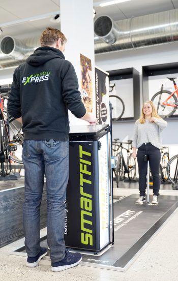"""<p class=""""caption"""">Mit dem Smartfit wird die einzigartige Ergonomieberatung durchgeführt – so kann man herausfinden, welches Fahrrad am besten zu einem passt.</p>"""