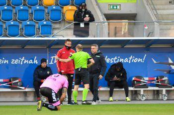 """<p class=""""caption"""">Auf Altacher Seite gab es Diskussionen mit dem Schiedsrichter.</p>"""