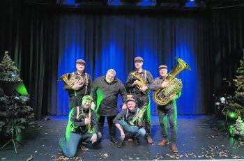 """Begleitet vom Sonus Brass Ensemble erzählte George Nussbaumer Märchenfans ab fünf Jahren die Geschichte von """"Hänsel und Gretel.""""Fotos: handout/Stadt Bluden"""