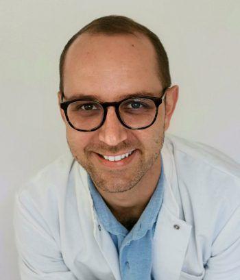 Cedric E. Bösch ist Facharzt für Plastische, Rekonstruktive und Ästhetische Chirurgie.