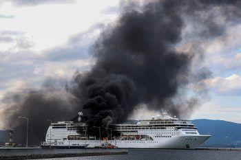 <p>Corfu. In Flammen: Auf dem im Hafen der griechischen Insel ankernden Kreuzfahrtschiff MSC Lirica ist ein Feuer ausgebrochen. Der Brand konnte schnell unter Konrolle gebracht werden, verletzt wurde niemand.</p>