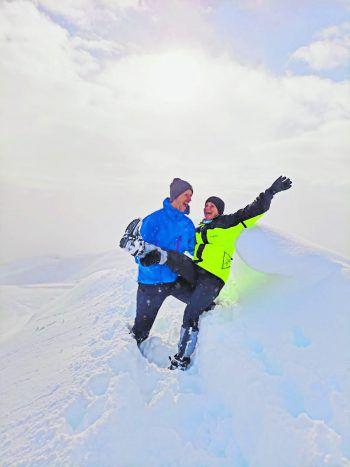 """<p class=""""caption"""">Das Paar Robin und Bianca teilen sich ein gemeinsames Hobby: die Liebe zu den Bergen.</p>"""