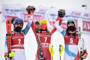 "<p class=""caption"">Das Podest: Mikaela Shiffrin (2.), Katharina Liensberger (1.), Wendy Holdener (3.). Foto: APA</p>"