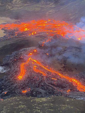 Die Lava bahnt sich ihren Weg ins Tal der Reykjanes-Halbinsel.Foto: Icelandic Coast Guard