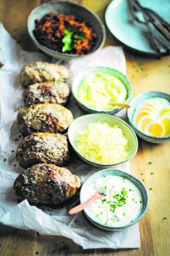 Egal, ob mit Fleisch oder Gemüse: die Ofenkartoffeln von Foodbloggerin Nadin sind in beiden Varianten köstlich. Foto: Nadin Hiebler