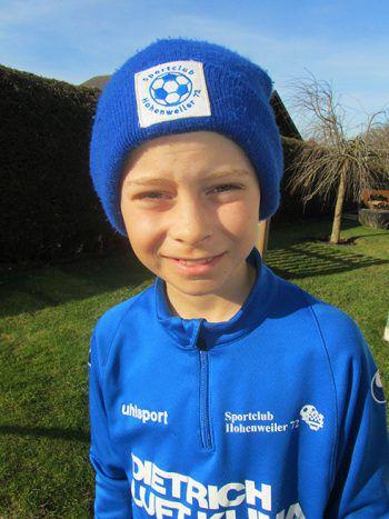 """Fabian Rupfle, 10 Jahre: """"Ich bin Kapitän der U11 und spiele im Sturm. Die Runde jogge ich regelmäßig mit meinem Bruder und meinem Papa. Gestern haben wir auf dem Weg sieben Vereinskameraden und Vereinskameradinnen getroffen."""""""