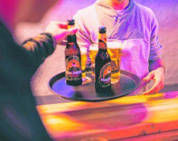Die Runde dürfte für die Gäste des Koblacher Lokals teuer werden.Symbolfoto: Sams